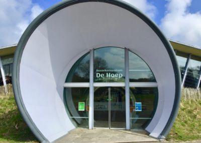 Buitenschilderwerk bij PWN-bezoekerscentrum De Hoep in Castricum