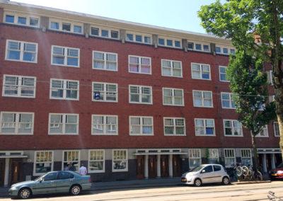 Buitenschilderwerk aan appartementencomplex in Amsterdam